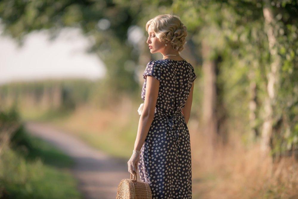 Haltung im Rolfing - Ihr Potential - Junge Frau in schauspielerischer Haltung